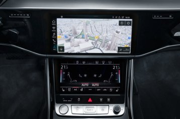 Cockpit with MMI touch response